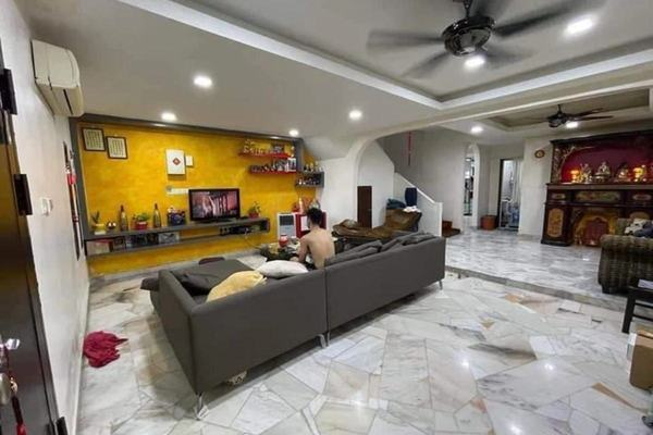 Terrace For Sale in Greenpark, Old Klang Road Freehold Semi Furnished 4R/3B 650k
