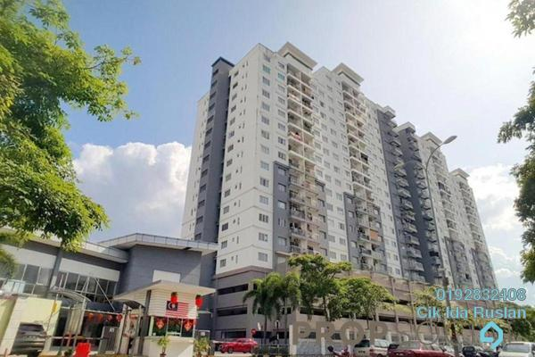 Condominium For Sale in Casa Idaman, Jalan Ipoh Freehold Semi Furnished 4R/2B 430k