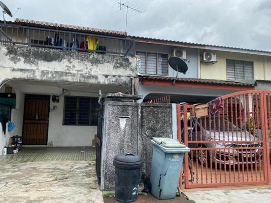 Terrace For Sale in Taman Bukit Intan, Sri Petaling Freehold Semi Furnished 2R/3B 380k