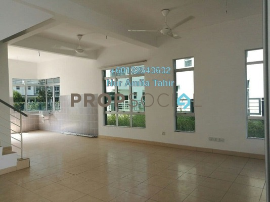 Terrace For Sale in Pines, Hillpark Freehold Semi Furnished 4R/3B 590k