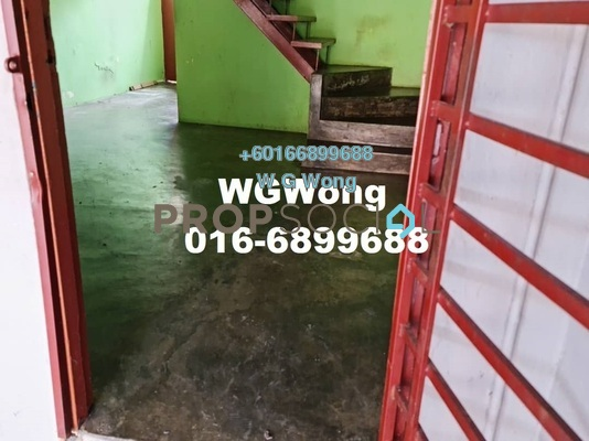 Terrace For Sale in Taman Sri Rawang, Rawang Freehold Semi Furnished 2R/1B 280k