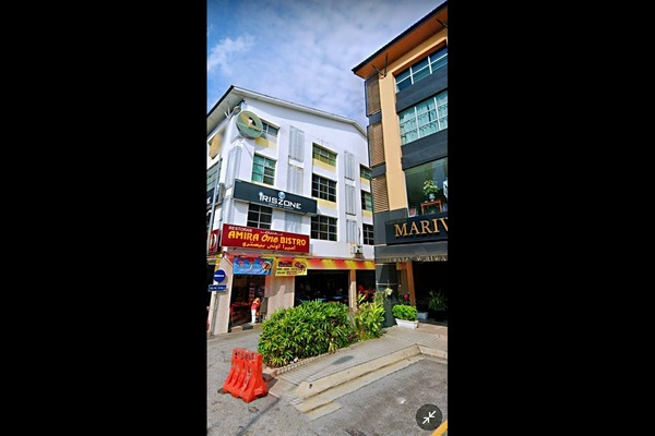 Shop For Sale in Dataran Dwitasik, Bandar Sri Permaisuri Freehold Unfurnished 0R/0B 3.7m