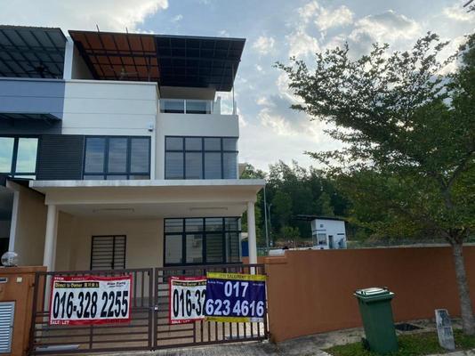 Terrace For Sale in Pearl Residences, Bandar Mahkota Cheras Freehold Unfurnished 5R/4B 1.14m