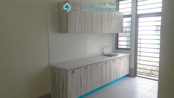 Terrace For Sale in Lakeside Residences, Puchong Freehold Semi Furnished 4R/3B 880k