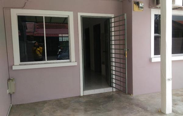 Terrace For Sale in BK1, Bandar Kinrara Freehold Semi Furnished 2R/2B 495k