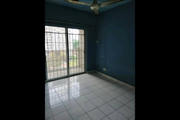 Apartment For Sale in Arena Green, Bukit Jalil Freehold Semi Furnished 2R/2B 279k