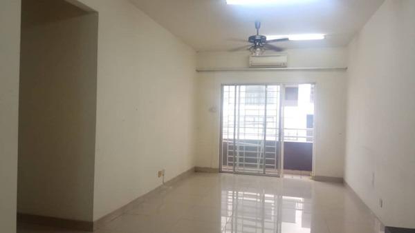 Condominium For Sale in Kinrara Mas, Bukit Jalil Freehold Semi Furnished 3R/2B 350k