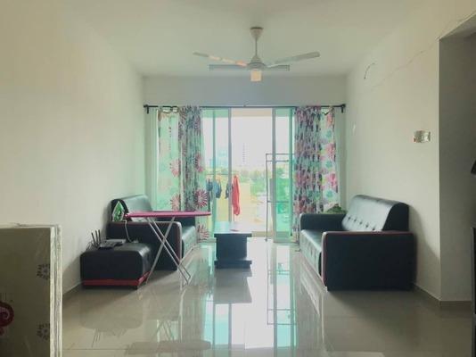 Condominium For Sale in The Zest, Bandar Kinrara Freehold Semi Furnished 3R/2B 588k