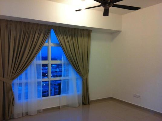 Condominium For Sale in The Zest, Bandar Kinrara Freehold Semi Furnished 3R/2B 515k