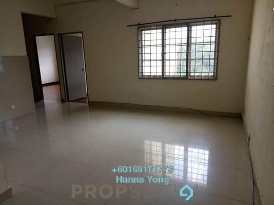 Apartment For Sale in Starville, UEP Subang Jaya Freehold Semi Furnished 3R/2B 280k