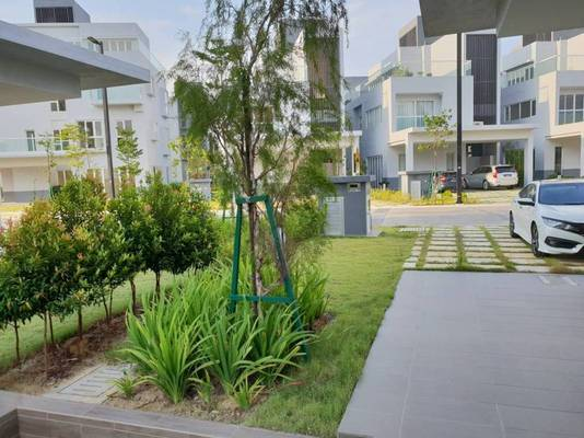 Bungalow For Sale in LakeFront Villa, Cyberjaya Freehold Semi Furnished 5R/7B 3m