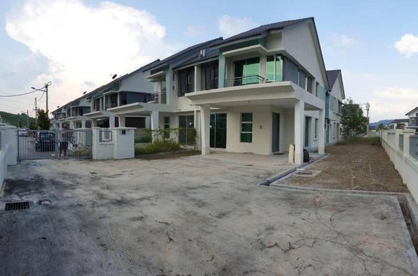 Semi-Detached For Sale in Bayu Suria, Puncak Alam Freehold Unfurnished 4R/3B 780k