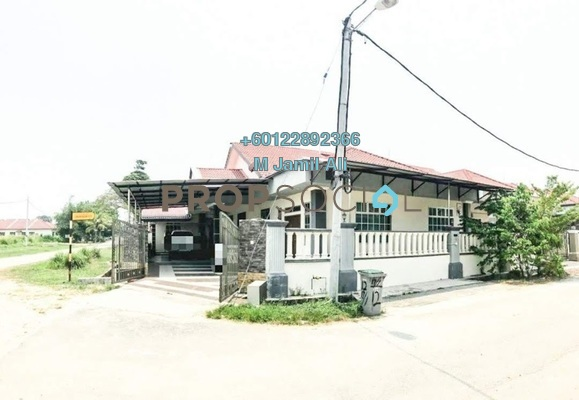 Semi-Detached For Sale in Taman Sungai Abong, Muar Freehold Semi Furnished 4R/3B 480k