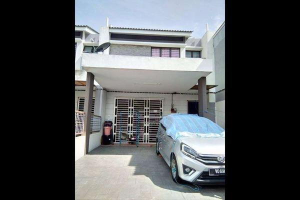 Terrace For Sale in Bandar Saujana Utama, Sungai Buloh Freehold Unfurnished 4R/3B 550k