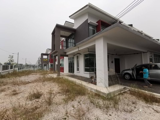 Terrace For Sale in Maplé, Hillpark Freehold Unfurnished 4R/3B 750k