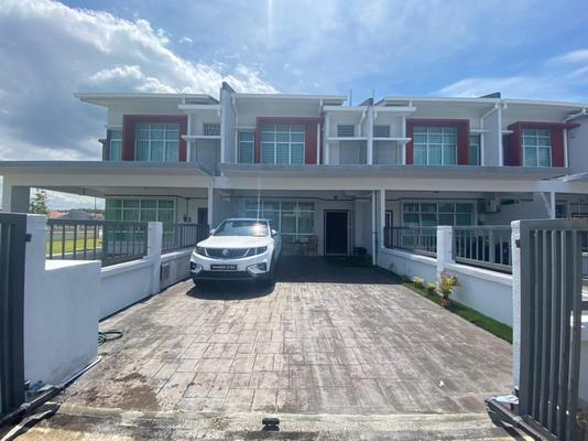 Terrace For Sale in Maplé, Hillpark Freehold Fully Furnished 4R/3B 640k