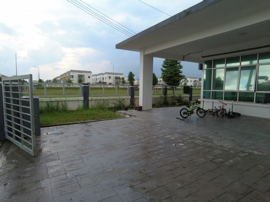 Terrace For Sale in Pines, Hillpark Freehold Unfurnished 4R/3B 670k