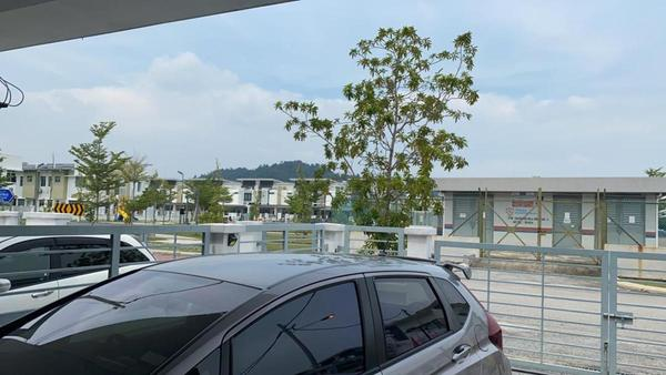 Terrace For Sale in Olive, Hillpark Freehold Semi Furnished 4R/3B 580k