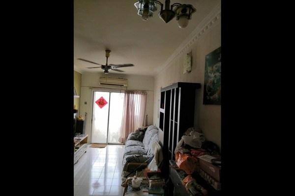 Condominium For Sale in Vista Pinggiran, Bandar Putra Permai Freehold Semi Furnished 3R/2B 278k