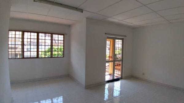 Terrace For Sale in Taman Lestari Perdana, Bandar Putra Permai Freehold Semi Furnished 4R/2B 600k