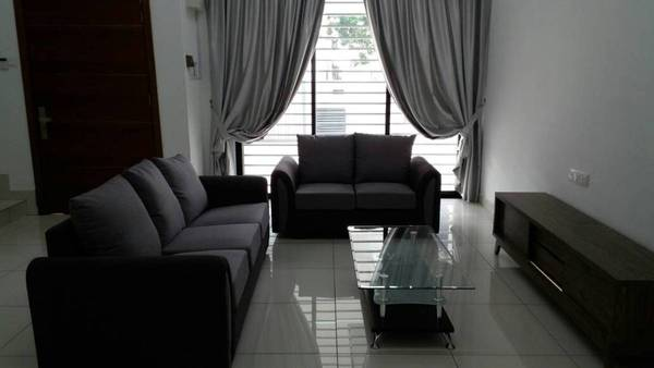 Terrace For Rent in Lyden, 16 Sierra Freehold Fully Furnished 4R/4B 2.6k