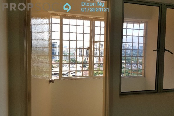 Condominium For Sale in Vantage Point, Desa Petaling Freehold Semi Furnished 3R/2B 325k