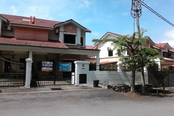Terrace For Sale in Sungai Buloh Country Resort, Sungai Buloh Leasehold Semi Furnished 5R/3B 580k
