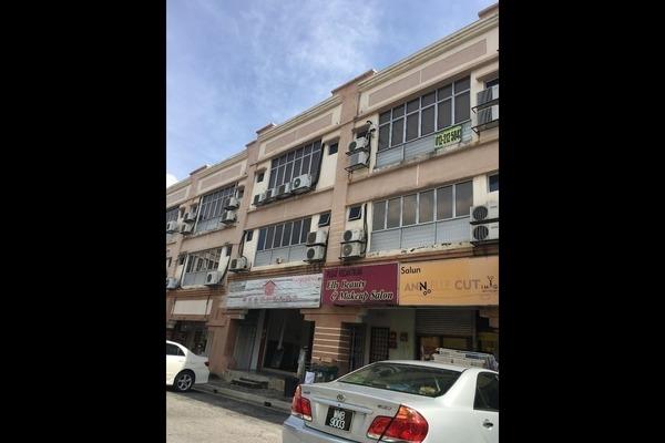 Shop For Sale in SunwayMas Commercial Centre, Kelana Jaya Freehold Semi Furnished 1R/4B 2.1m