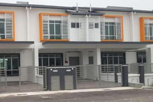 Terrace For Sale in Pines, Hillpark Freehold Semi Furnished 4R/3B 450k