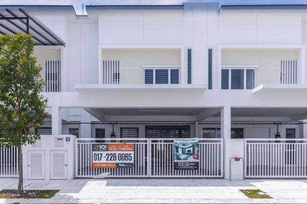 Superlink For Rent in Suriaman 3, Bandar Sri Sendayan Freehold Semi Furnished 4R/4B 1.3k