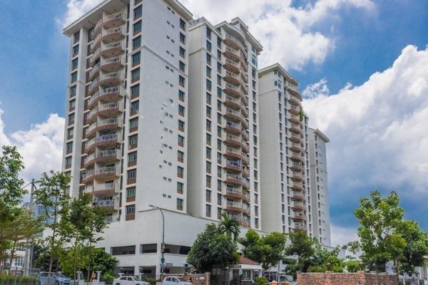 Condominium For Sale in Villa Makmur, Dutamas Freehold Semi Furnished 3R/2B 600k