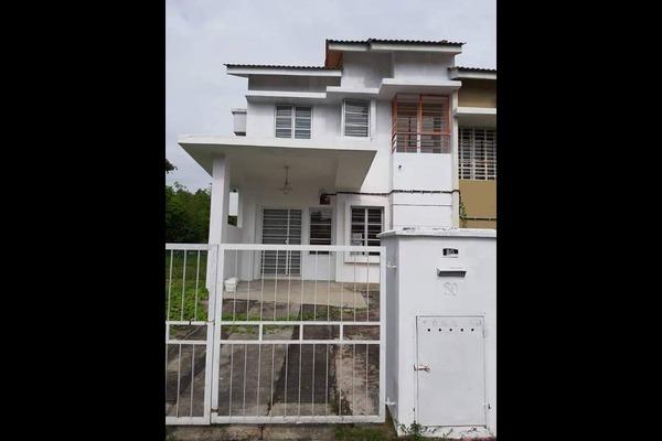 Terrace For Sale in Sungai Buloh Country Resort, Sungai Buloh Freehold Unfurnished 4R/3B 540k