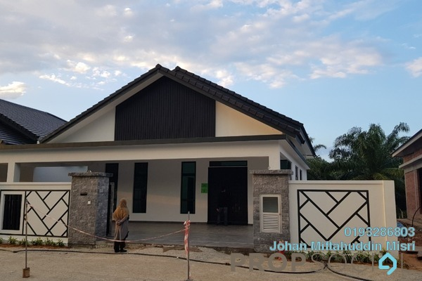 Semi-Detached For Sale in Taman Peserai Jaya, Batu Pahat Freehold Semi Furnished 3R/2B 599k