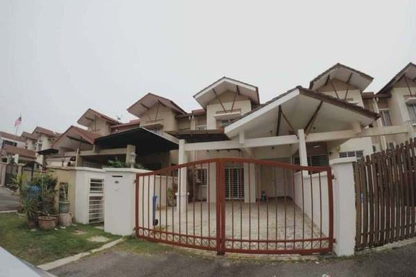 Terrace For Sale in Sunway Kayangan, Shah Alam Freehold semi_furnished 4R/3B 630k
