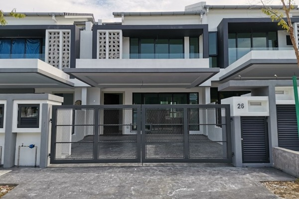 Terrace For Sale in Ferrea, Denai Alam Freehold Unfurnished 4R/4B 840k
