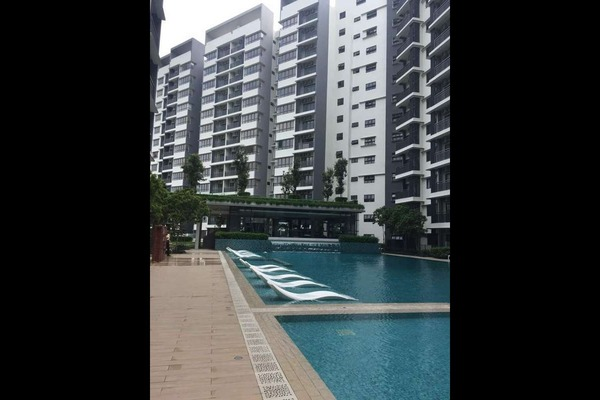 Condominium For Rent in Suria Residence, Bukit Jelutong Freehold semi_furnished 2R/2B 1.8k