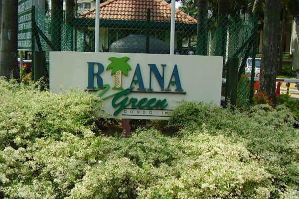 Riana Green in Tropicana