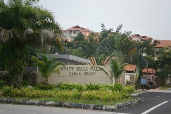 Sejati Hill Villa in Bandar Sungai Long