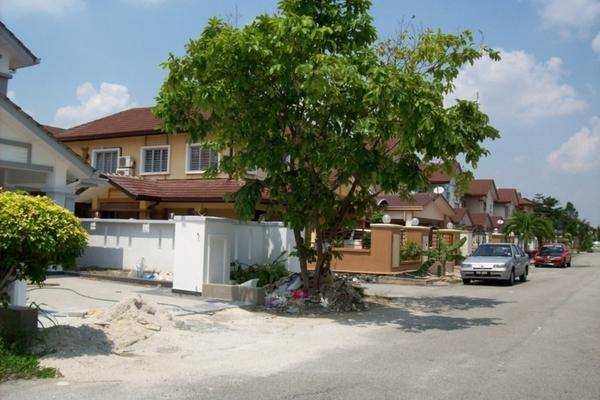 Putra Avenue in Putra Heights